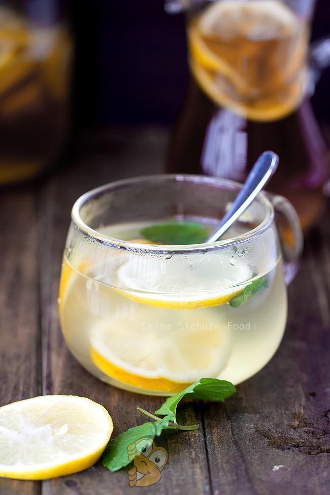 Холодный коктейль с медом и лимоном