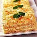 Слоеные пирожные с медом