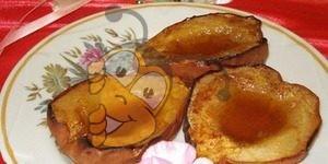 Горячий десерт из груш с мёдом и корицей