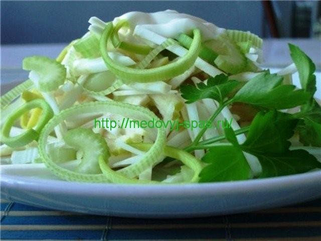 Салат из сырого сельдерея с медом