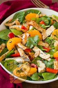 Свежая зелень и апельсины с медовым соусом