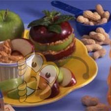 Яблоко с медом и арахисовым маслом