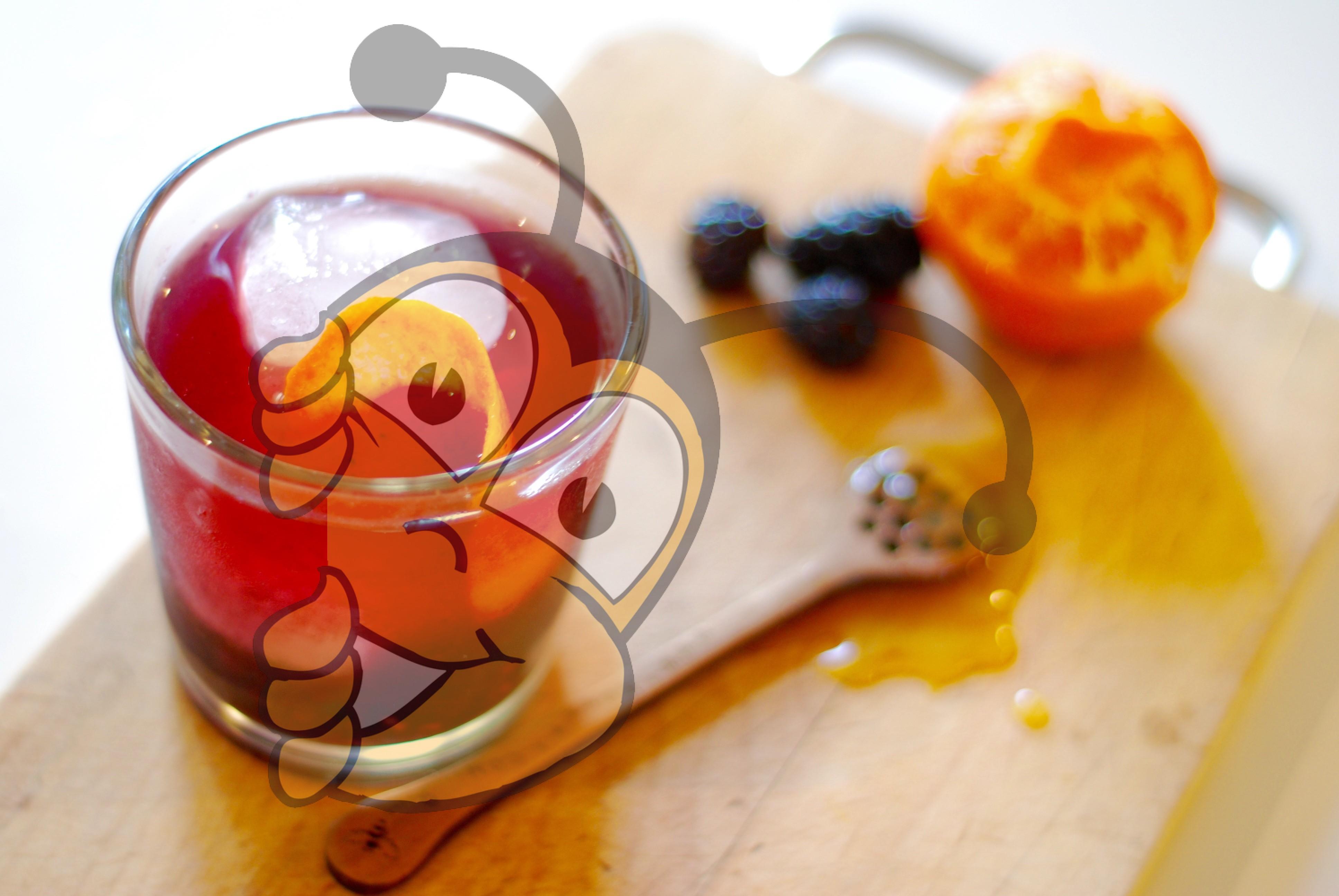 Напиток из ежевики и лимонной корки