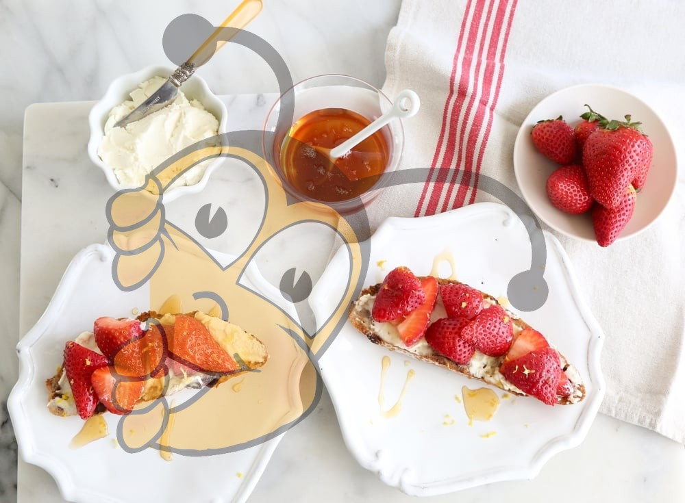 Рецепт приготовления клубничного спреда с сыром Рикотта и мёдом
