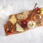 Фруктовая доска с плавленым сыром с медом